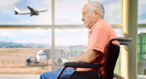 пожилой ждет в коляске